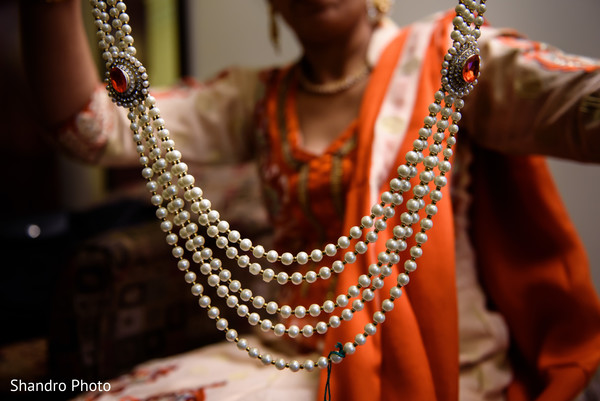 getting ready,pearls,necklace