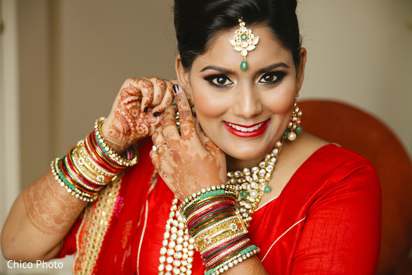 indian bride getting ready,indian bridal hair and makeup,indian bridal jewelry,indian weddings,indian wedding bangles