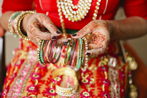 indian bride getting ready,indian wedding bangles,indian bridal jewelry