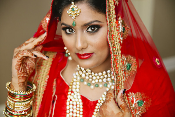 indian bride getting ready,indian bridal hair and makeup,indian bridal jewelry,indian weddings