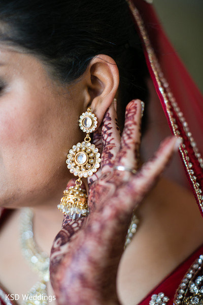indian bride getting ready,indian bridal jewelry,indian weddings