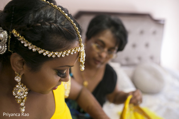 Getting Ready in Staten Island, NY Indian Wedding by Priyanca Rao Photography