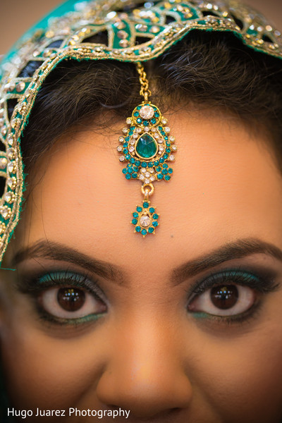 Getting Ready in Woodbury, NY Indian Wedding by Hugo Juarez Photography