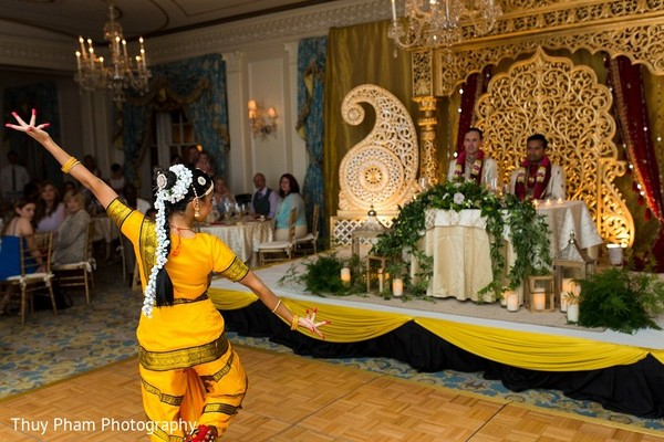 indian wedding photography,indian wedding pictures,indian wedding reception photos,indian wedding reception,indian bride and groom reception,indian bride and groom photography,indian wedding performance,indian wedding dance