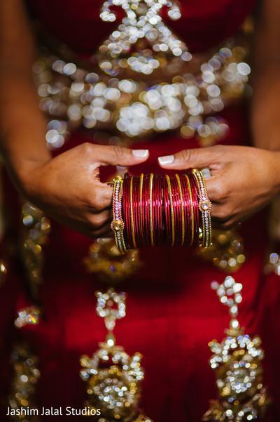 indian wedding bangles,bangles,wedding bangles,bridal bangles,bangles for indian bride,indian bridal bangles,churis,churi,bridal churis,bridal churi,bride getting ready,indian bride getting ready,getting ready images,getting ready photography,getting ready