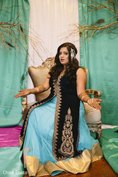 indian wedding mehndi,indian wedding mehndi party,indian wedding party portraits,indian wedding portraits,indian wedding portrait,portraits of indian wedding,indian bride and groom,indian wedding ideas,indian wedding photography,indian wedding photo,indian bride and groom photography