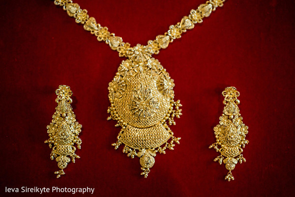 Bridal Jewelry in Teaneck, NJ South Asian Wedding by Ieva Sireikyte Photography