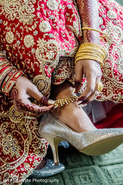Getting Ready in Teaneck, NJ South Asian Wedding by Ieva Sireikyte Photography