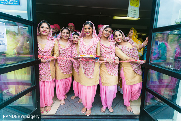 milni. milni ceremony,bridal party,indian bridal party,indian wedding party,wedding party,indian bridal party portraits,wedding party portraits,indian wedding party portraits,bridesmaids,indian bridesmaids,indian wedding bridesmaids,indian bridesmaid outfits,bridesmaids outfits
