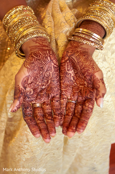 indian bride getting ready,indian bridal mehndi,indian bridal henna,indian wedding henna,indian wedding mehndi,mehndi for indian bride,henna for indian bride,indian weddings,indian wedding design