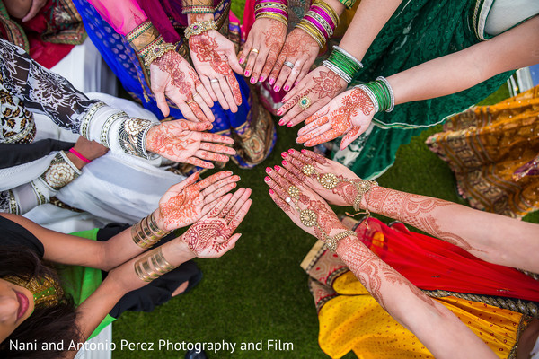 Mehndi Hands in Spain Destination Indian Wedding by Nani de Perez Photography & Films
