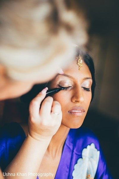 Getting Ready in Austin, TX Indian Wedding by Ushna Khan Photography