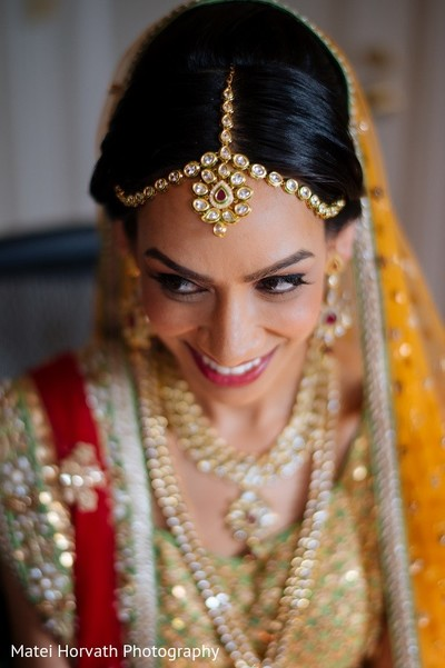 bride getting ready,indian bride getting ready,getting ready images,getting ready photography,getting ready,tikka,indian wedding tikka,bridal tikka,wedding tikka,tikka for indian bride