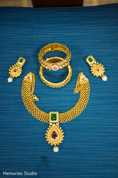 gold bridal set,gold wedding set,gold indian bridal set,gold indian bridal jewelry,gold indian wedding set,gold indian wedding jewelry,gold wedding jewelry,gold bridal jewelry set
