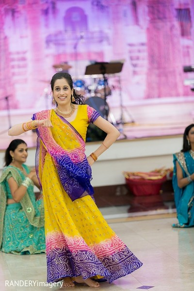garba,garba dance,garba night,wedding garba,garba for wedding,garba at indian wedding,garba at wedding,dandiya raas,dandiya,raas