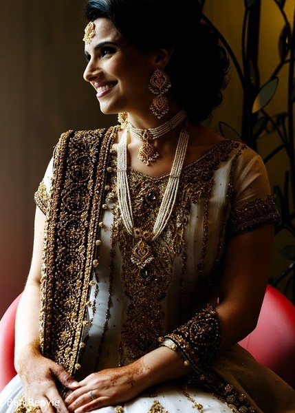 pakistani bride,portrait of pakistani bride,pakistani bridal portraits,pakistani bridal portrait,pakistani bridal fashions,pakistani brides,pakistani bride photography,pakistani bride photo shoot,photos of pakistani bride,portraits of pakistani bride