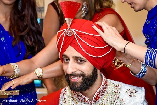 sikh groom,portrait of sikh groom,sikh groom portrait,sikh groom fashion,portrait of sikh bridegroom