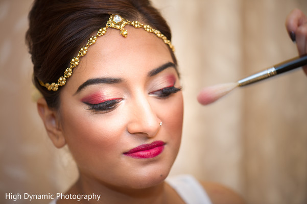 Bride getting ready in Schaumburg, IL South Asian Wedding by High Dynamic Photography