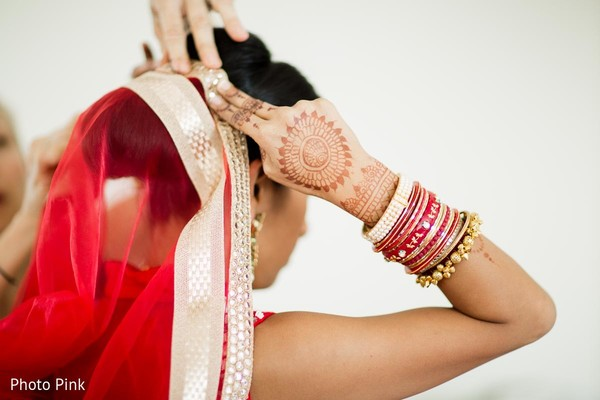 bride getting ready,indian bride getting ready,getting ready images,getting ready photography,getting ready,dupatta