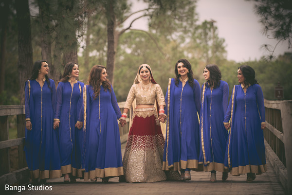 bridal party,indian bridal party,indian wedding party,wedding party,indian bridal party portraits,wedding party portraits,indian wedding party portraits,bridesmaids suit,indian bridesmaids,punjabi bridesmaids