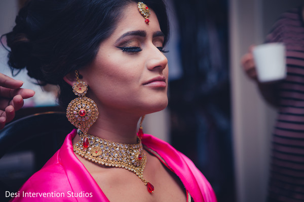 Indian bride getting ready in Selma, CA Sikh Wedding by Desi Intervention