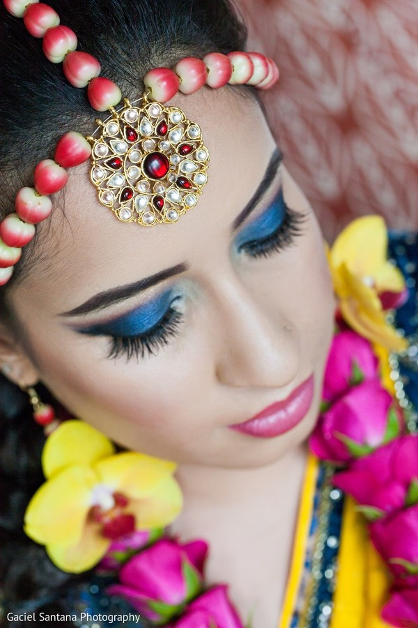 bridal jewelry,fresh floral jewelry,floral jewelry,pre-wedding indian bride makeup,indian pre-wedding makeup,indian bridal makeup,indian makeup,bridal makeup indian bride,bridal makeup for indian bride,indian bridal hair and makeup,indian bridal hair makeup,makeup for indian bride,makeup,pre-wedding makeup,pre-wedding hair and makeup,tikka
