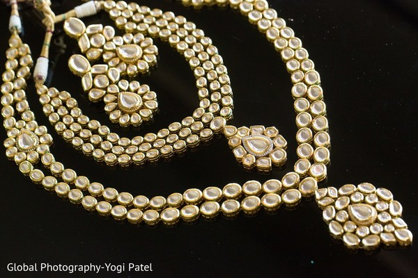 gold jewelry,gold bridal set,indian bridal jewelry,jewelry set,jewelry,necklace,earrings