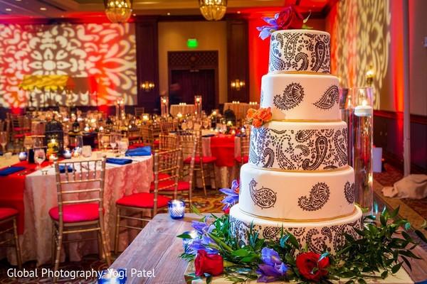 wedding cake,cake,lighting
