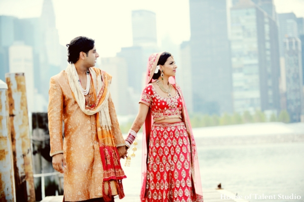 indian-wedding-portrait-bride-groom-red-lengha,Portraits