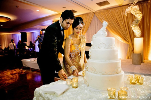 how to cut wedding cake at reception