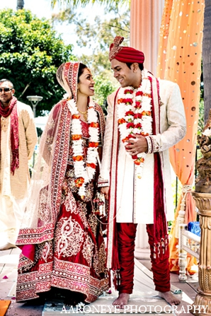 indian wedding ceremony,aaroneye photography,indian bride,images of brides and grooms