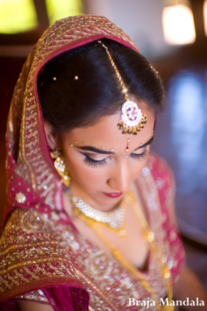 Indian-wedding-bride-tikka-red-veil