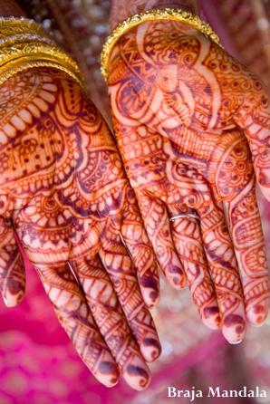 Indian-wedding-henna-hands-tradtional