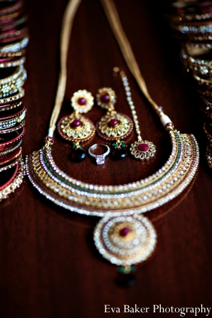 Indian-wedding-bride-detail-jewelry-gold-silver