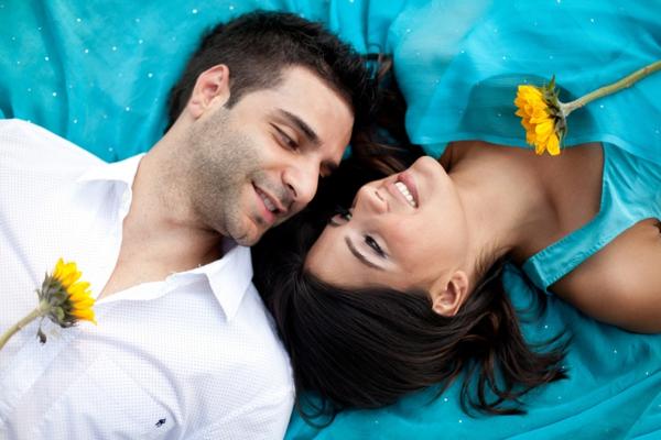 Indian-wedding-engagement-portrait-ideas-flowers