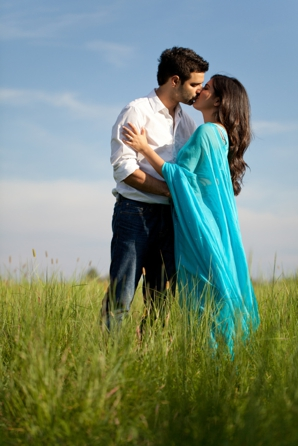 Indian-wedding-engagement-portrait-outdoors-kiss