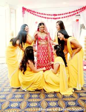 Indian-wedding-bride-bridesmaids-portrait-before-ceremony