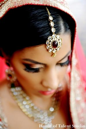 Indian-wedding-bride-gold-jewel-tikka-diamond