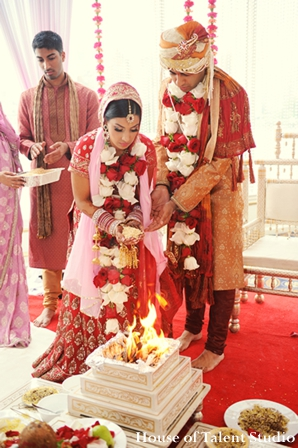 Indian-wedding-ceremony-bride-groom-tradtional-ritual