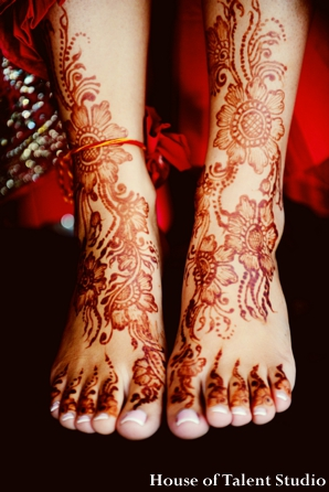 Indian-wedding-henna-feet-legs