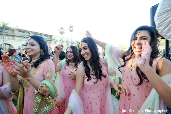 Indian-wedding-baraat-bridal-party-dancing