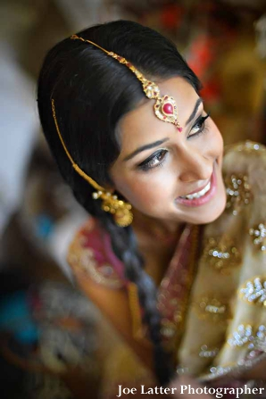 Indian-wedding-bride-gold-tikka