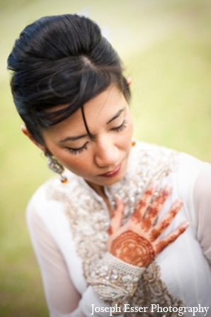 Indian wedding bride mehndi jewelry hair