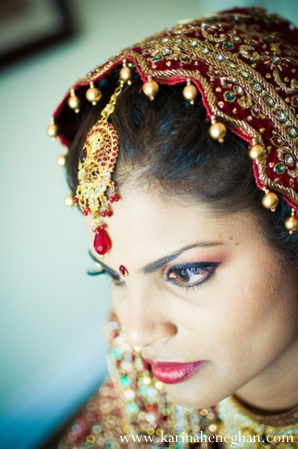 Indian-wedding-bride-beauty-shot-gold-tikka