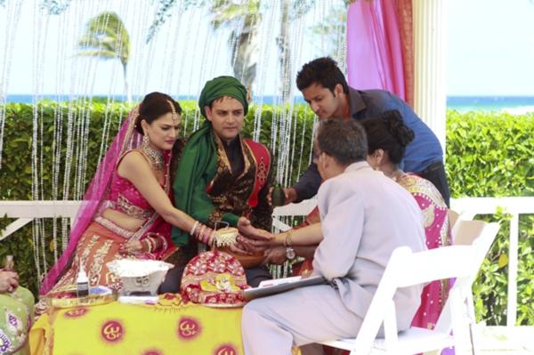 Indian-wedding-ceremony-tropical-beach-ceremony