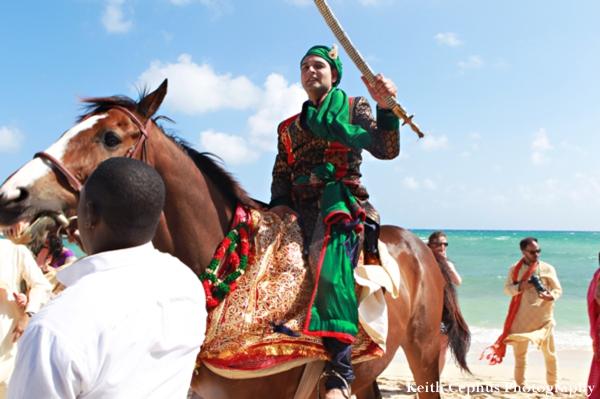 Indian-wedding-groom-on-horse-baraat