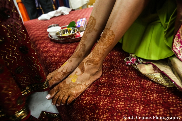 Indian-wedding-mehndi-bride-feet