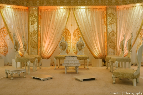 Indian-wedding-ceremony-decor-lighting