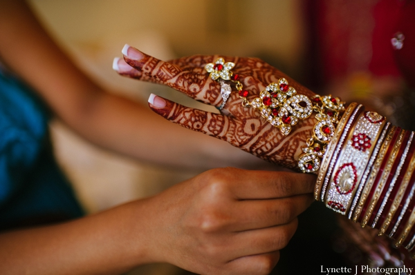 Indian-wedding-getting-ready-bangles-mehndi