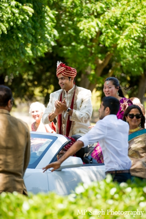 Indian-wedding-baraat-tradtional-groom-street